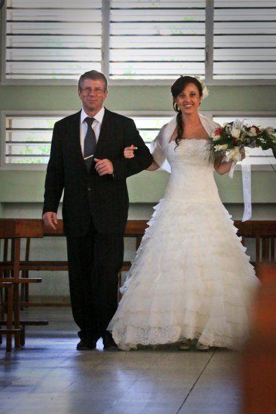 Robe de mariée en soie et dentelle de chez Pronovias Rebecca  + jupon + écharpe