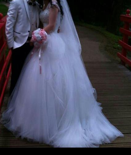 Robede mariée princesse avec strass Swarovsk d'occasion