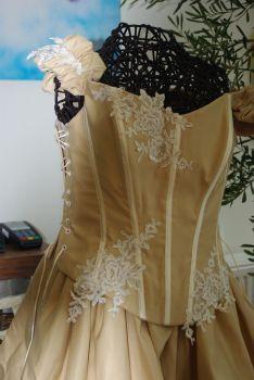 Robe de mariée pas cher très originale 2012 - Occasion du mariage