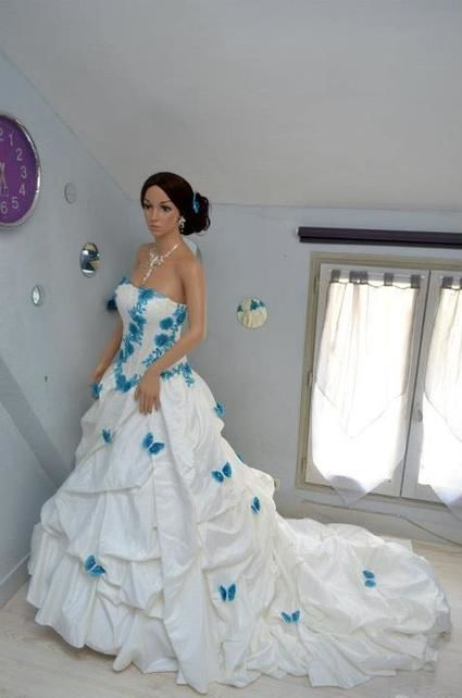 Robe de mariée princesse traine cathédrale en taffeta de chez Armilani mariage