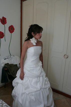 Robe de mariée d'occasion + jupon + collier + mitaine + bustier en blanc cassé