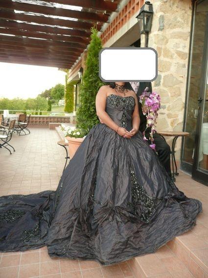 Robe de Mariée d'occasion couleur aubergine avec perles à Monaco - Occasion du Mariage