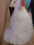Robe de mariée d'occasion blanche avec bustier en forme de coeur