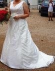 Robe de mariée 42/44 ivoire avec traine - Occasion du Mariage