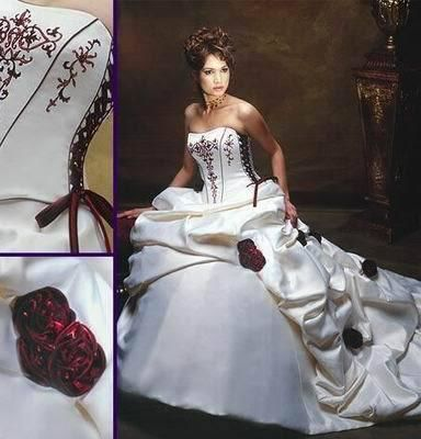 Robe de mariée blanche/bordeaux neuve avec très longue traîne