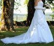 Robe de mariée étincelante de Lise St Germain, collection 2012, boutique Complicité Mariage