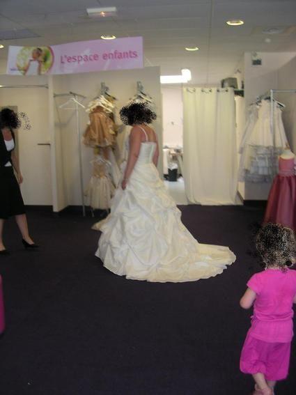 Robe de mariée couleur Ivoire taille 48 / 50 Point Mariage