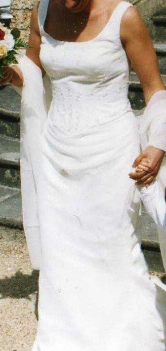 Robe de mariée Pronuptia modèle 2013 avec jupon et étole