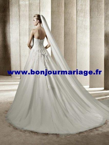 Robe de mariée Pronovias collection 2012 avec boléro, voile et jupon