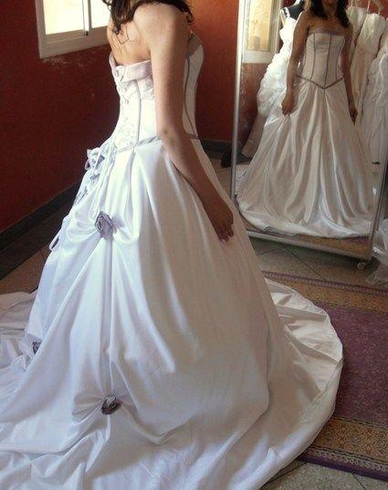 Robe de mariage blanche et mauve laçage au dos - Occasion du Mariage