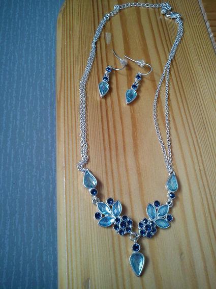 Parure turquoise composée du collier et des boucles d'oreilles de mariage pas cher en 2012