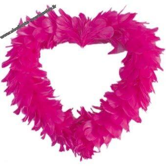 Coeur plume rose fushia en déco de mariage