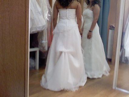 Robe de mariée d'occasion + bustier + jupe + jupon + gants en 2012