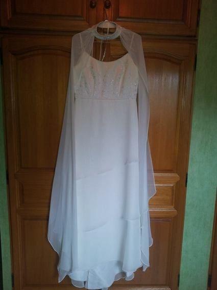 très belle robe de mariée et originale - Indre et Loire