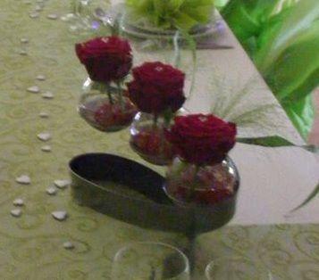 2 Supports avec 3 vases en décoration de table de mariage