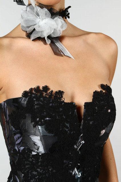 Robe de mariée bustier ivoire et noire d'occasion