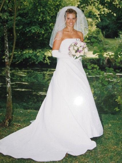 Robe de mariée d'occasion avec jupon et voile couleur crème
