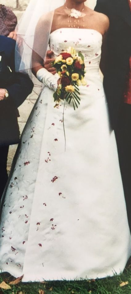 Robe de mariée ivoire perlée rubis  - Charente Maritime