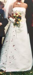 Robe de mariée ivoire perlée rubis  - Occasion du Mariage