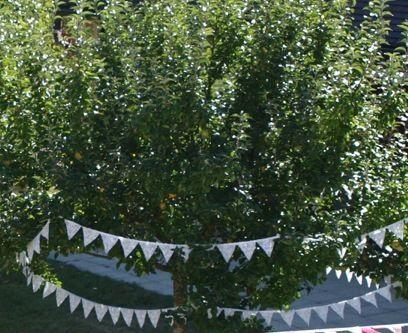Guirlande de fanions en dentelle blanche de Calais - Occasion du Mariage