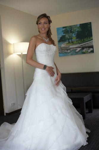 robe de mari e haut de gamme couleur cru et voile offert occasion du mariage. Black Bedroom Furniture Sets. Home Design Ideas