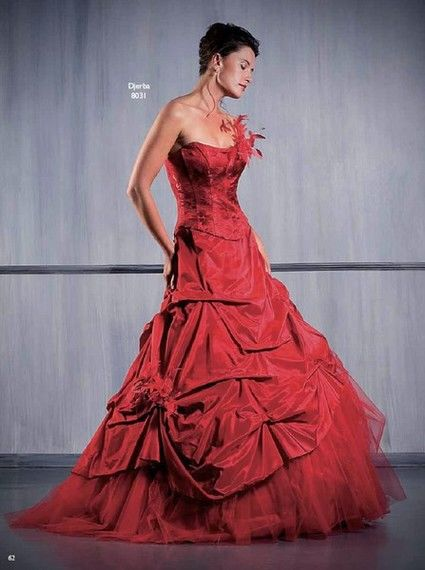 Robe de mariée d'occasion rouge Djerba de chez Aurye Mariage T42