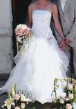 Robe de mariée pas cher avec broderie rose sur le bustier