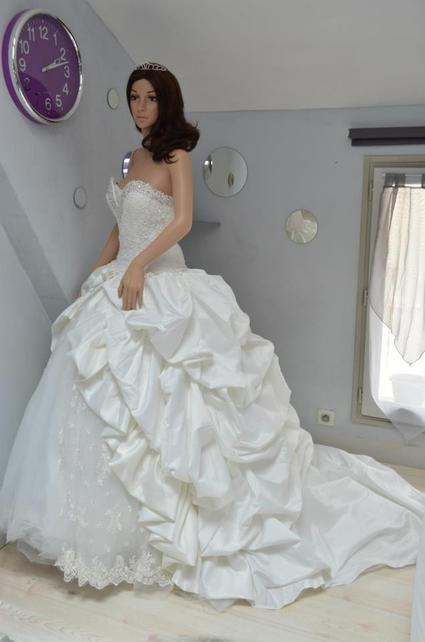 Superbe Robe de mariée bustier effet corset haute qualité à Paris