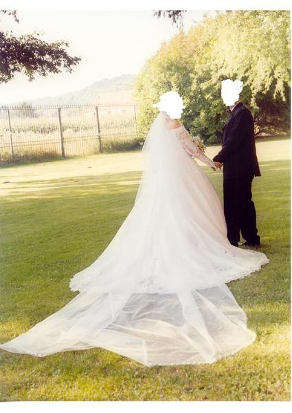 Robe de Mariée COMPLICITE avec jupon 3 cerceaux + voile + traîne