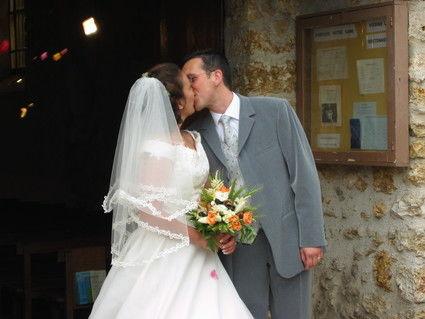Robe de mariée de chez Point mariage avec corset, traîne, voile et jupon