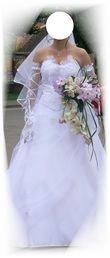 Robe de mariée blanche et motifs argentés d'occasion