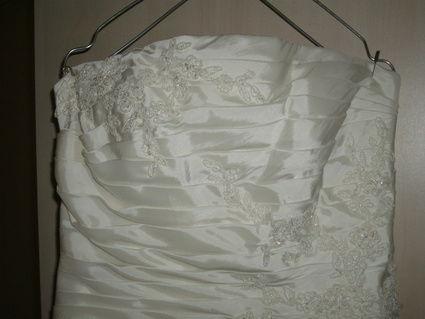Robe de mariée d'occasion écrue, bustier et traîne mi-longue