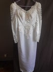 Robe de mariée ceintrée perlée blanche Pronuptia en satin