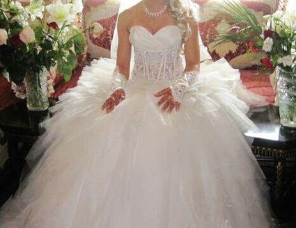 Robe de mariée d'occasion écrue + jupon + voile + ombrelle + chaussures