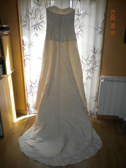 Robe de mariée ivoire d'occasion avec gants et étole en soie