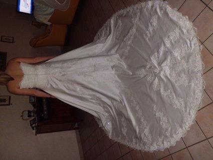 Robe de mariée neuve taille 44 jamais portée couleur ivoire
