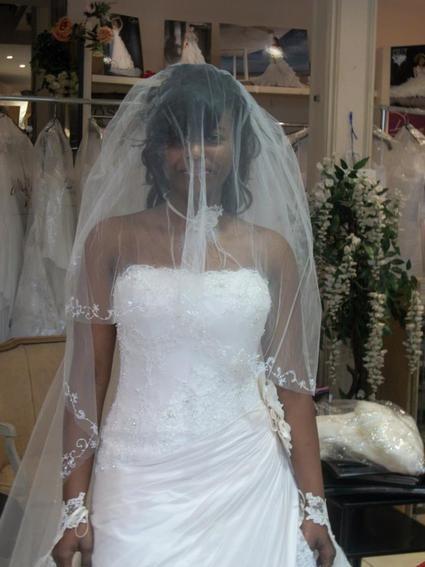 Robe de mariée Demetrios 2011 d'occasion avec jupon et voile taille 36/38