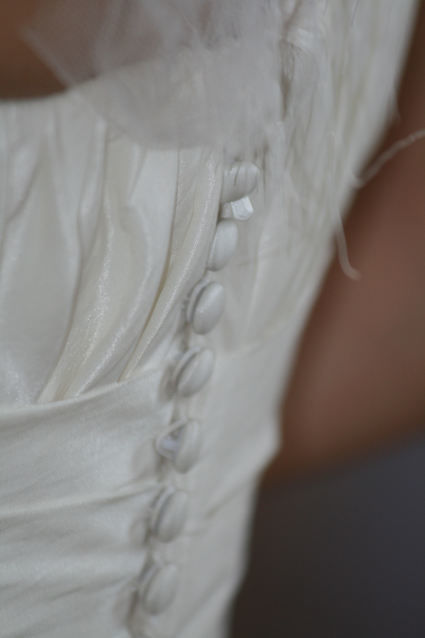 Robe de mariée Pronovias Haya de forme fourreau avec une petite traine
