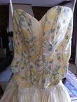 Robe de mariée d'occasion composée d'une jupe longue et bustier fleuris