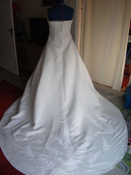 Belle robe de mariée pas cher 2012 - Occasion du mariage