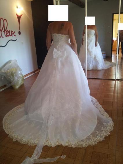 Robe de mariée neuve taille 46 avec jupon et traîne