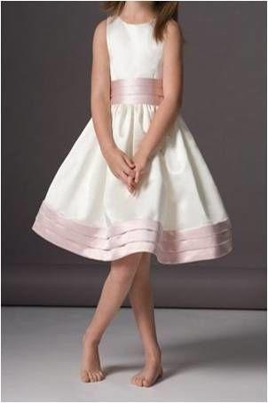 Robe de cortège enfant taille 4 ans couleur ivoire et ceinture rose pastel