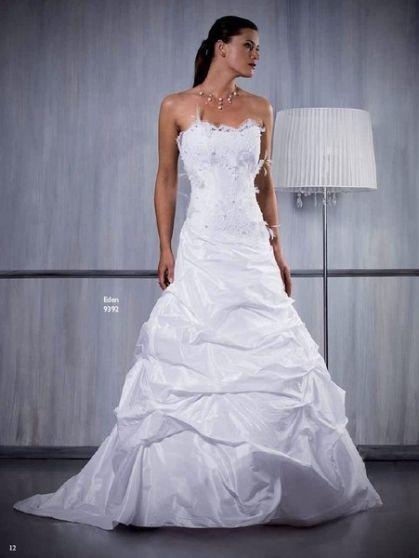 Robe de mariée Aury mariage pas cher, bustier à dentelle et traine