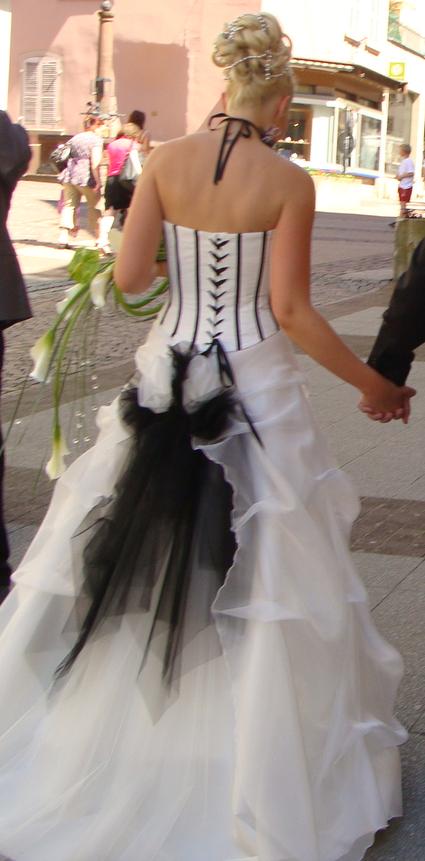 Robe de mariée blanc/noir Fellini collection Aurye Mariage en occasion