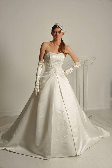 Robe de mariée T38/40 blanche toute neuve pas cher 2012 - Occasion du Mariage