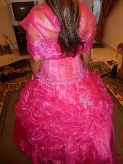 Robe de princesse ou robe de mariée rose fushia d'occasion avec accessoires