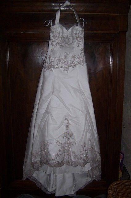 Robe de mariage blanche et dentelle grise d'occasion