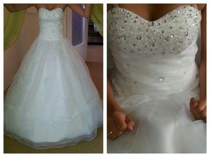 Robe de mariée neuf d'occasion avec jupon