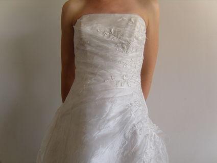 Robe de mariée légère d'occasion en tulle avec broderie  de fleurs