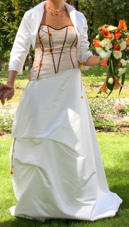 Robe mariée pas cher couleur orange/marron/écru - Occasion du mariage